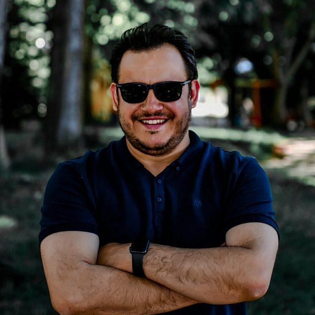 Murat Özşay Kimdir
